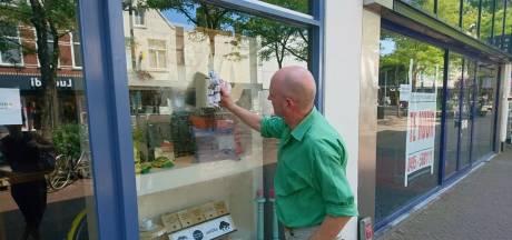 Winkelruit in hartje Oss beklad met homofobe leus: 'Het lijkt een gerichte actie'