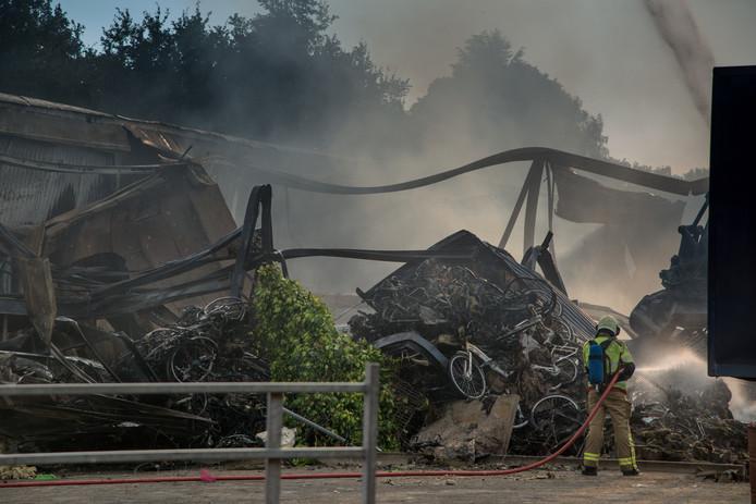 Verwrongen fietsframes en verbrande accu's, begin juli in Nunspeet.