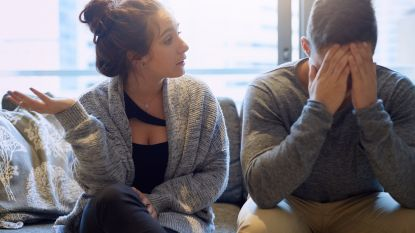 Van complimentjes zoeken tot stiekem afwassen: zo irriteer je je partner zonder dat je het beseft