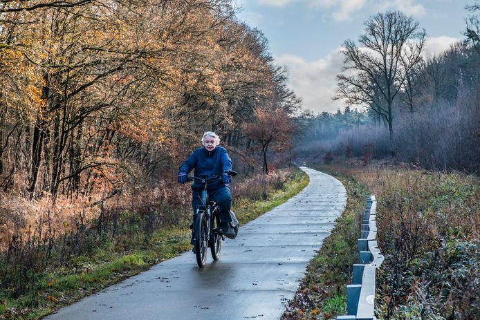 Het fietspad door de Groesbeekse spoorkuil is nu nog 2 meter breed.