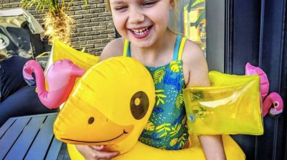 Collette, amper 4 jaar en al duizenden volgers: iedereen smelt voor meisje met hersenverlamming