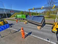 Vrachtwagenchauffeur verliest container met papier in Eindhoven