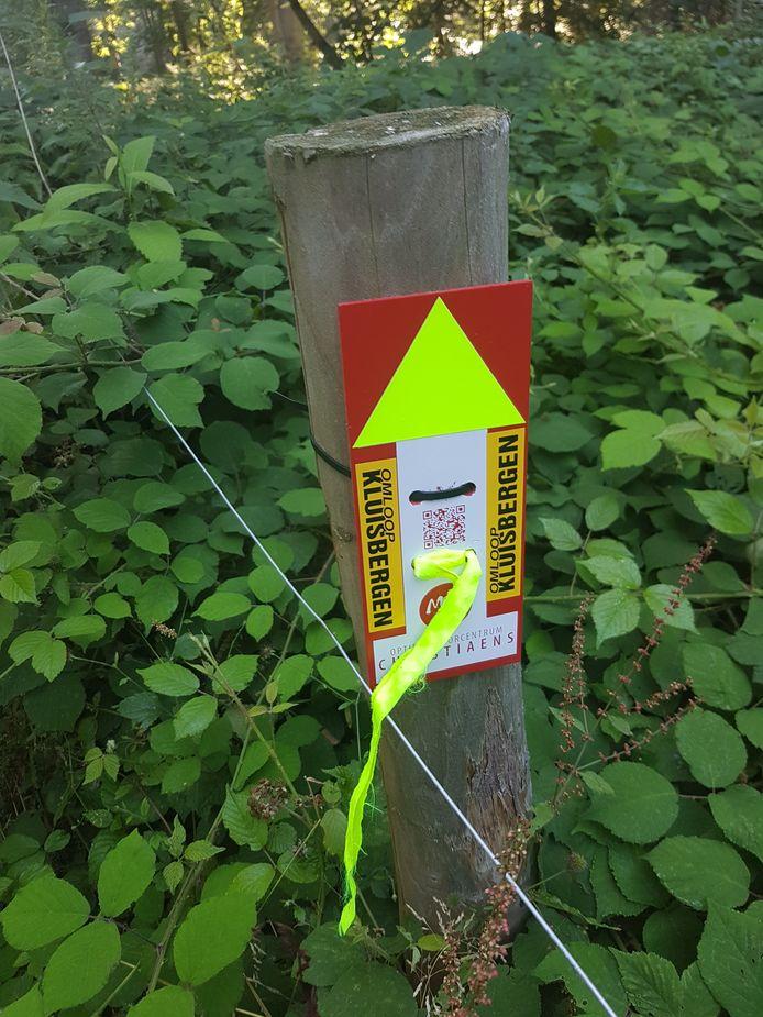 De tijdelijke wandelroutes van Omloop Kluisbergen zijn herkenbaar door de gekende pijlen.