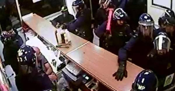 50 agenten bestormen kleine kebabzaak buitenland for Kebabzaak amsterdam