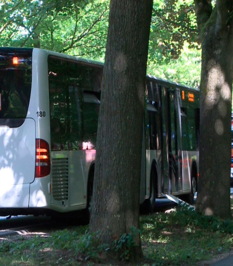 Man steekt in op buspassagiers in Duitsland: twaalf gewonden