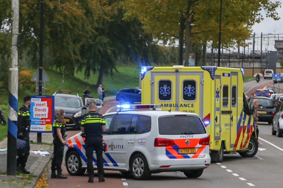 Een fietser is zondagmiddag zwaargewond geraakt bij een ongeluk op Burgemeester de Raadtsingel in Dordrecht.