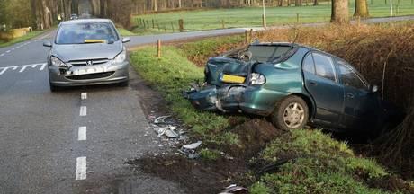 Ravage na ongeluk tussen twee auto's in Haarlo