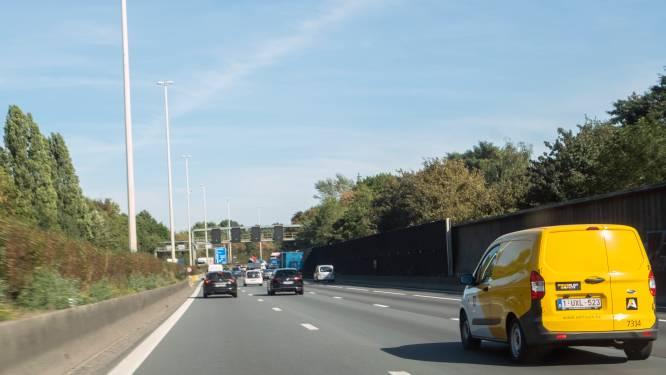 AWV herstelt wegdek op E313 in Deurne