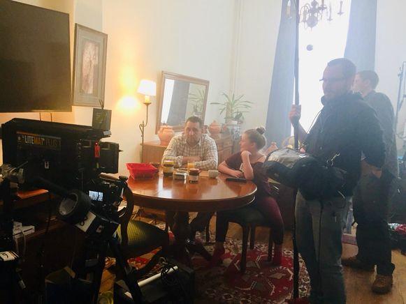 Thalya Van Droogenbroeck op de set van 'Le caprice de Sara'.