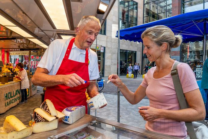 GijsPiet van Os, eigenaar van het Holland Kaascentrum op de Vredenburgmarkt.