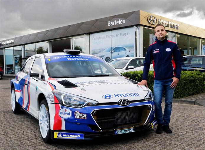 Bob de Jong, leider in het open Nederlands rallykampioenschap, met zijn Hyundai i20 R5.