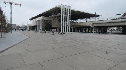 Vlaams Belang klaagt overlast aan station door 'bende marginalen' aan, stadsbestuur wil ze van straat halen