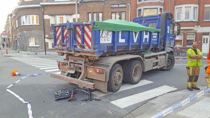 Jonge fietsster zwaargewond na ongeval met vrachtwagen: geen dodehoekongeval