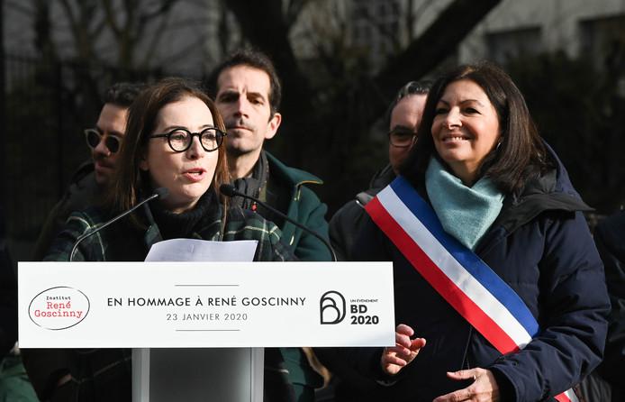 Anne Goscinny et Anne Hidalgo, Maire de Paris à l'inauguration de la statue de René Goscinny dans le 16ème arrondissement.