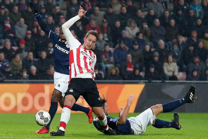 De Jong tikt de 1-0 binnen.