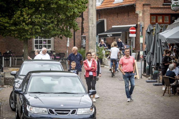 Drukte in het centrum van Ootmarsum.