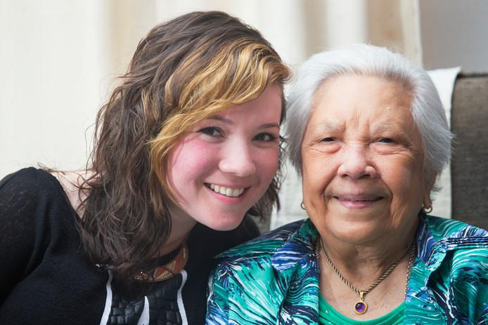 Amber Nefkens en haar oma Erna Smith in 2014.