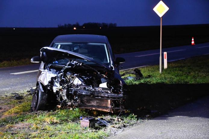 Beide auto's raakten zeer zwaar beschadigd en zijn weggetakeld.