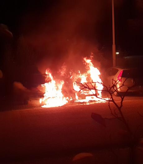 Autobranden Emmapark en Olympiaplein in Wageningen zijn aangestoken