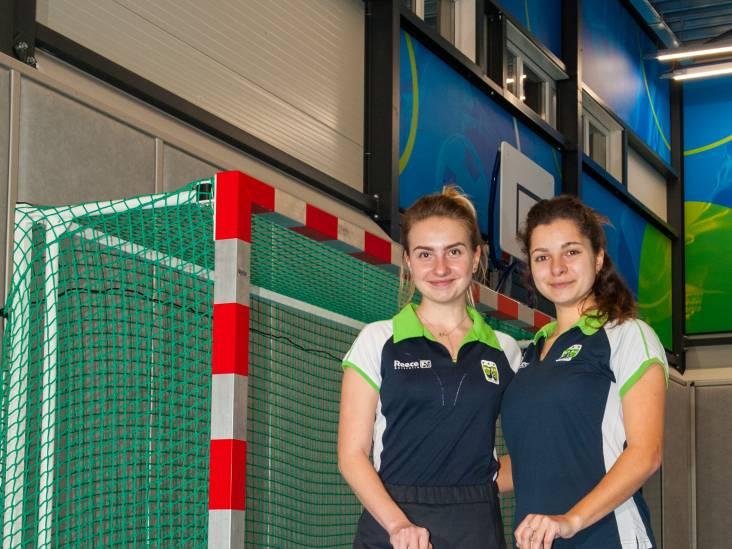 In Gouda voor hockeystage: Oekraïense jeugdinternationals Nikulina en Shalyhina spelen zaalcompetitie in Nederland