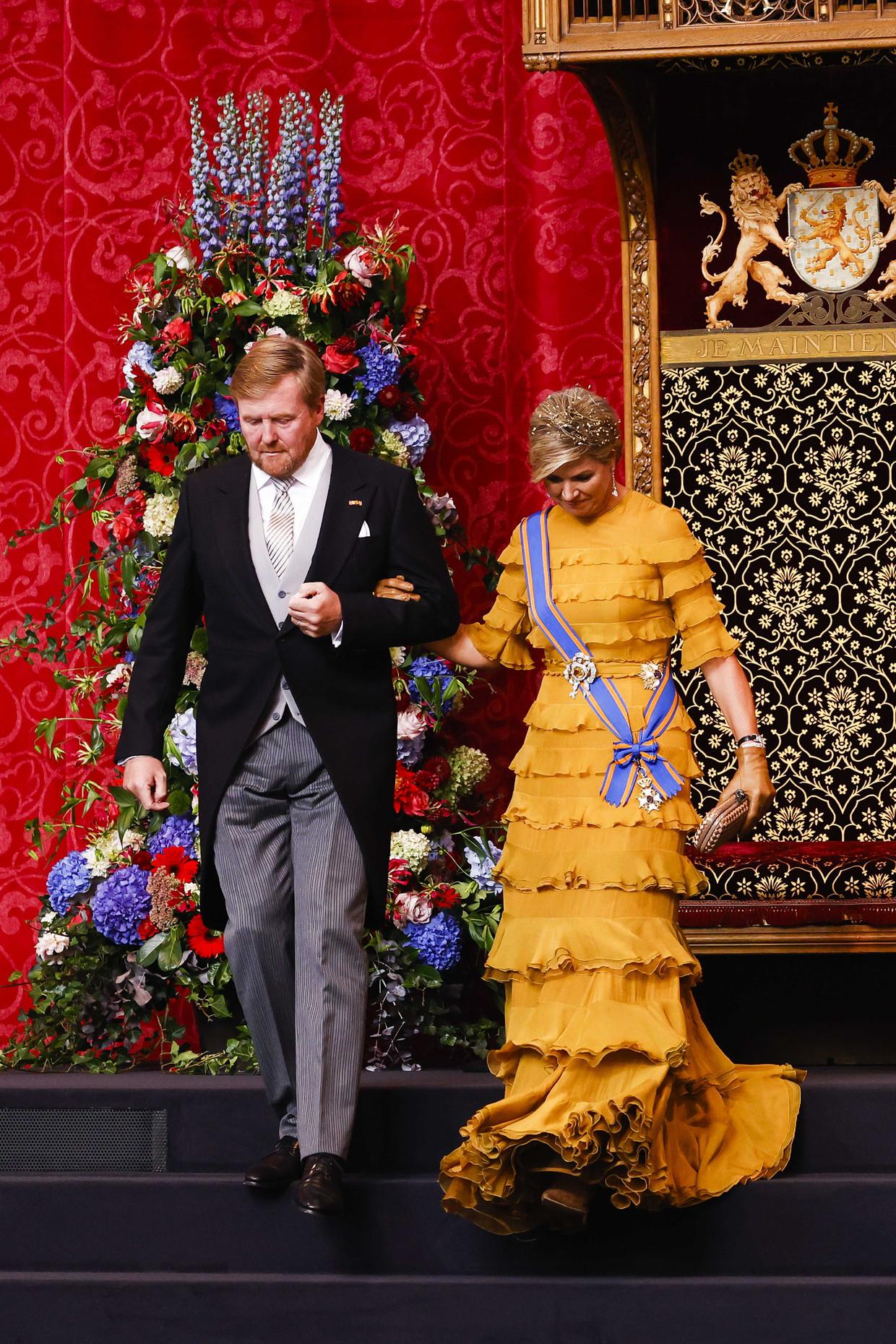 Koning Willem-Alexander en koningin Máxima na het uitspreken van de troonrede op Prinsjesdag in de Grote Kerk in Den Haag.  Beeld Koen van Weel / ANP