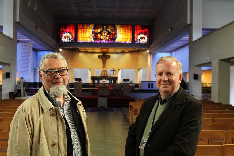 Stadsgidsen Dirk Luyten en Mark Ceustermans in de Heilig Hartkerk.