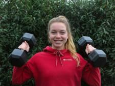 Korfbalster Sanne Oostinga heeft veel aan haar personal trainer: 'Je stelt dan niets uit'