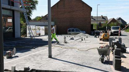 Ongelukkige samenloop van omstandigheden: nieuwe parkeerplaats ligt achter verlichtingspaal