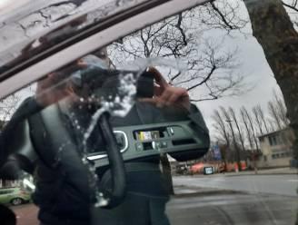 Bijna aangereden, bespuwd en uitgescholden: bestuurder slachtoffer van verkeersagressie omdat hij geen voorrang gaf