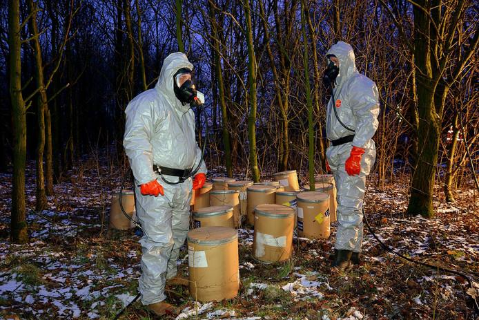 Foto ter illustratie. Bij een visvijver in het Brabantse Alphenwerden in februari 2015 twintig 25 kilotonnen gevonden waar waarschijnlijk apaan in zit, een grondstof om xtc te maken.