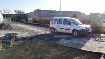 Net nu de stad oproept om de wagen aan de kant te laten... stuurt bpost postbodes in bestelwagens op ronde