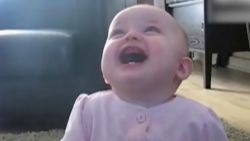 VIRAL3 Feel Good Friday: baby heeft de slappe lach