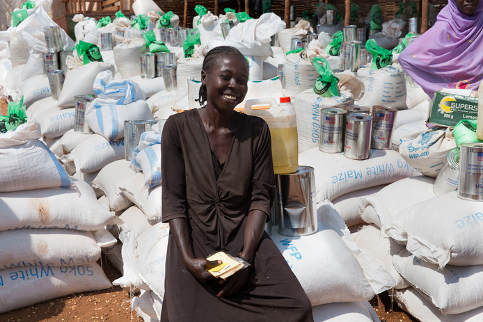 Voedseldistributie in een UN POC kamp in Wau.