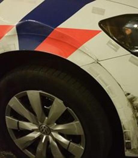 Auto politie Oldenzaal beschadigd bij achtervolging langs Duitse grens