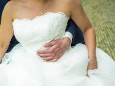 Politie gaat af op verlichte schuur Benschop, blijkt te gaan om 'drive-through receptie' van bruiloft