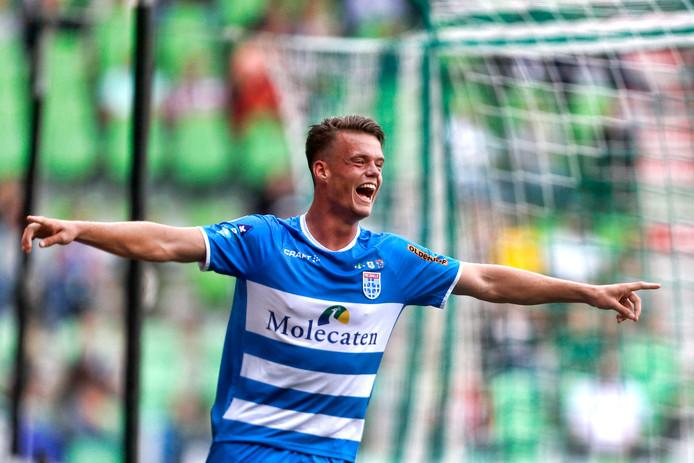 PEC Zwolle-speler Vito van Crooy is dolgelukkig na de 0-1.