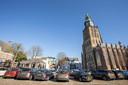 's-Gravenhof in Zutphen. Waar nu tientallen auto's staan, stond eeuwen geleden een groot paleis.