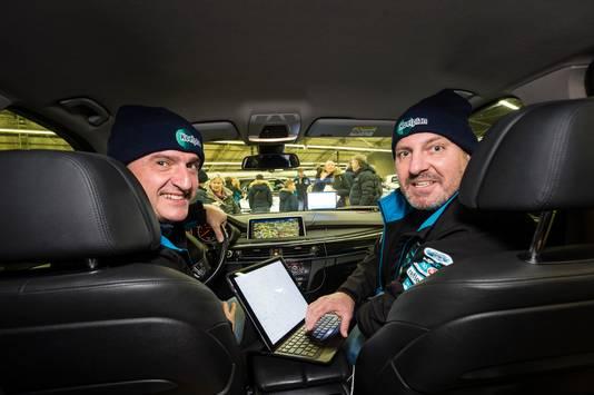 Edgar Teune (r) uit Hengelo en Remco Dusschooten in de BMW X5.