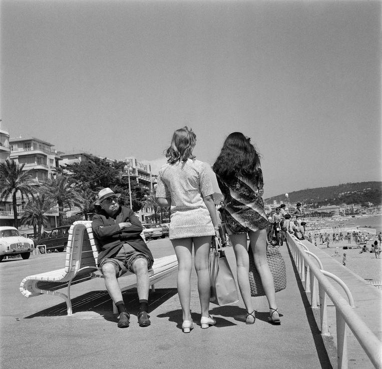 De zomer van 1969 was een legendarische mix van spektakel, hoop, plezier, verdriet en horror. Vijftig jaar geleden wandelde de eerste man op de maan, namen The Beatles hun laatste plaat op, won Eddy Merckx zijn eerste Tour en vermoordde Charles Manson de hippiedroom die twee jaar eerder tijdens 'the summer of love' begonnen was. In vijf etappes reizen we terug door die tijd, van de hel van Vietnam via Woodstock naar de basiliek van Koekelberg. Uw gidsen zijn 'easy riders' Hugo Camps en Urbanus, toen 26 en 20 jaar oud.