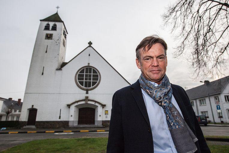Guy Reynebeau aan de kerk van Malem in Gent.
