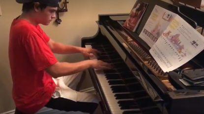 Pizzabezorger vraagt gezin of hij even op hun piano mag spelen en doet monden openvallen