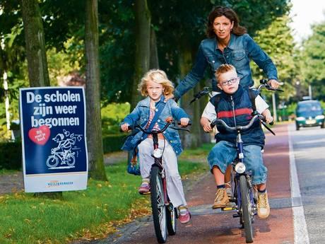 Bezorgde moeder uit Someren maakt zelf variant veilig fietspad