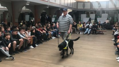Lyceum-leerlingen leren over leven met blindengeleidehond