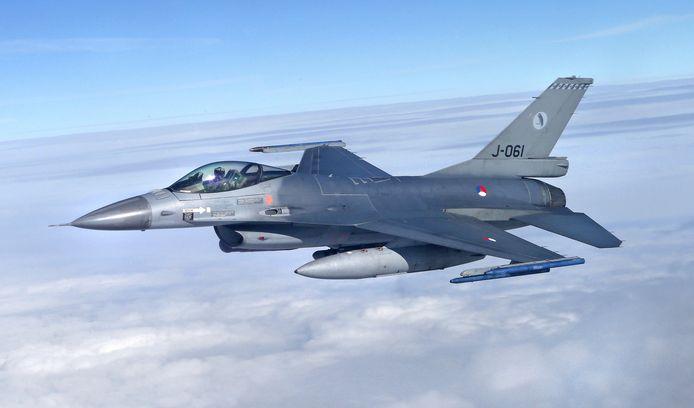 Bij de Koninklijke Luchtmacht kwamen de afgelopen weken meer klachten binnen over oefenvluchten van straaljagers, als de F16, dan normaal.