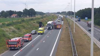 E19 volledig versperd door ongeval in Brecht