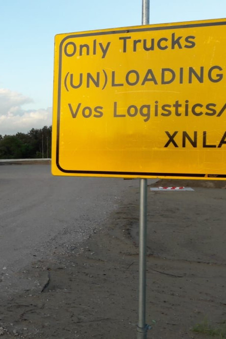 Eigen parkeerterrein voor vrachtwagens Amazon in Oss