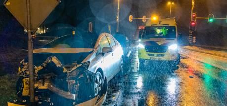 Flinke schade na aanrijding tussen twee auto's in Tilburg