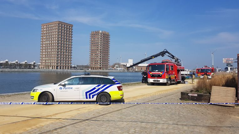Het lichaam werd zaterdagochtend gevonden door een schipper.