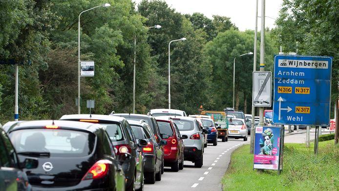 Drukte op de Europaweg in Doetinchem. Foto: Jan van den brink