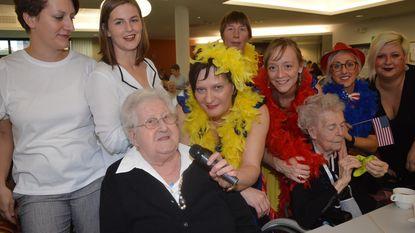 Playbackshow in wzc Klateringen tijdens Seniorenweek